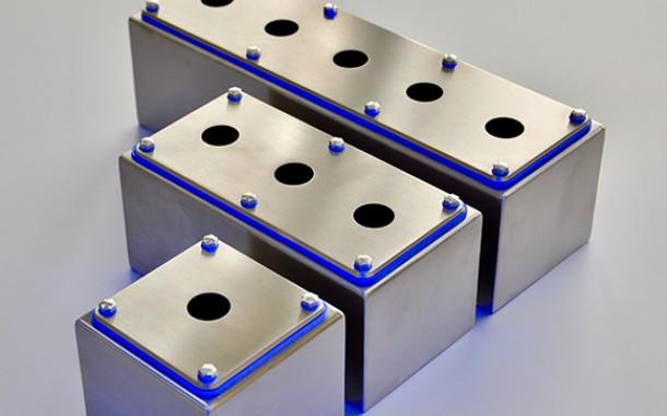 Caixas e botoeiras com opções em termoplástico, alumínio e inox