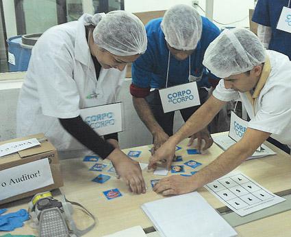 Desafios envolvendo a rotina da área produtiva incluíam, por exemplo, jogo da memória sobre a ordem correta da lavagem das mãos.