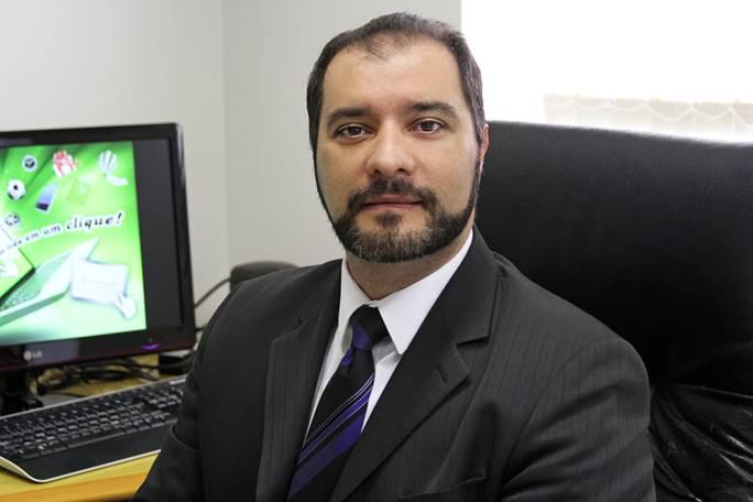 Autor: Antônio Bigaton