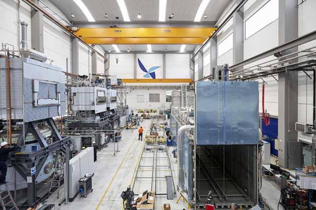Telstar incorpora soluções robóticas aos processos de carregamento-descarregamento de produtos em autoclaves de grande porte