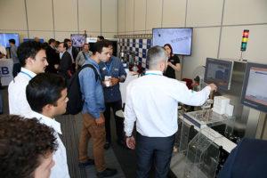 Mais de 370 profissionais da indústria farmacêutica visitaram a exposição de máquinas e softwares