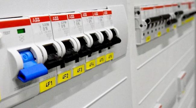 Como os disjuntores podem evitar acidentes na rede elétrica