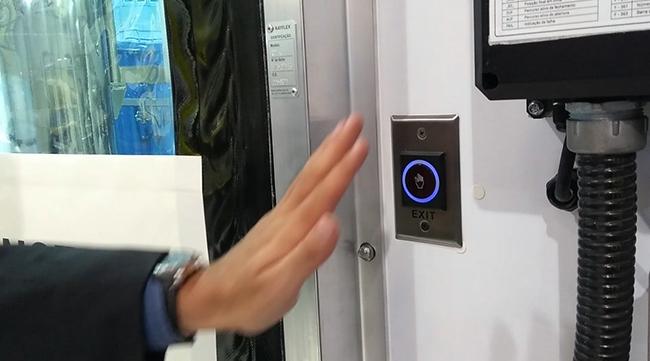 Sistemas inteligentes das portas automáticas permitem abertura sem o toque das mãos
